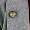 Pin unisex cu mecanism de ceas